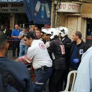 Stabbing victim pulls knife out of own neck, kills terrorist