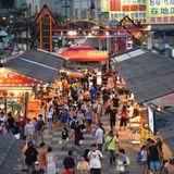 Face masks uncommon sight at Taiwan night markets   Taiwan News