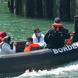 UK and France 'seek to completely cut' Channel migrant boat route