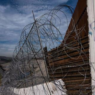 City council in Arizona town unanimously agree to have razor wire removed from border wall