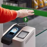 Amazon will now let you pay with your palm in its stores