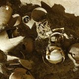 Second Temple period jars and complete clay objects unearthed in Beit El