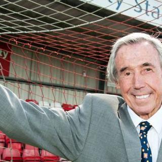 Gordon Banks: World Cup-winning goalkeeper dies aged 81