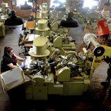 US unemployment claims slip to still-high 787,000