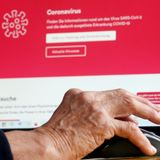 A big hurdle for older Americans trying to get vaccinated: Using the internet