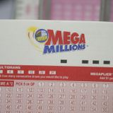 A Kentucky man wins 2 million$ in lottery numbers from a movie | hard and smart
