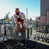 Oakland approves hazard pay for supermarket workers