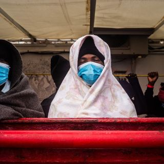 Boat with 422 migrants, some with COVID-19, heads to Sicily