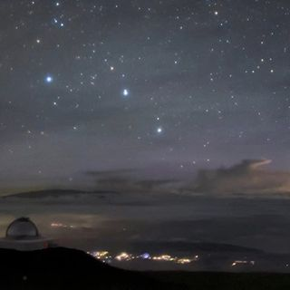 Breathtaking Pic From Hawaii Shows Not One, But Two Rare Sky Phenomena