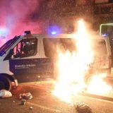 Police van torched in Barcelona protest against rapper's jailing - France 24