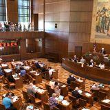 Oregon Democrats seek to end GOP walkouts from Legislature