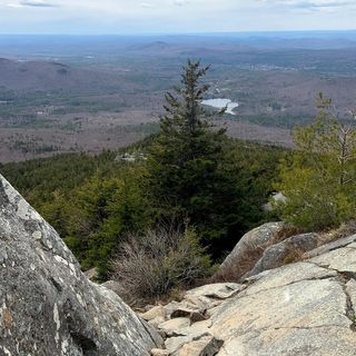 Massachusetts woman seriously injured after falling off rock ledge on Mount Monadnock in New Hampshire, rescued after phone dies
