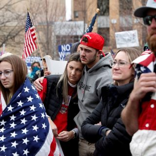 Thousands Rally in Wisconsin to Protest Lockdown Extension