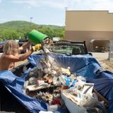 He's been asking Walmart to pick up its trash for 3 years. But when he did it himself, Walmart called the police.
