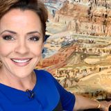 Fox 10 anchor Kari Lake doubles down on debunked coronavirus video on Twitter