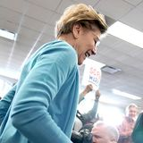 Warren's VP bid faces obstacle: Her state's Republican governor