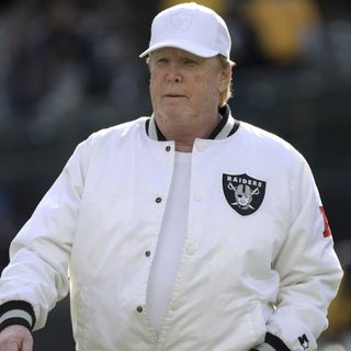 Raiders' Davis unhappy with ads on tarps covering seats