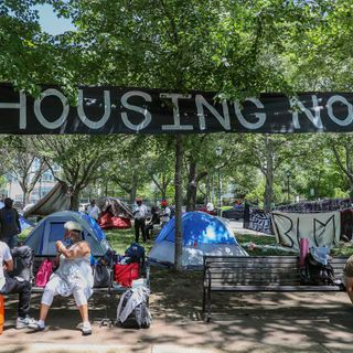 Philadelphians experiencing homelessness build protest encampment on Ben Franklin Parkway: 'We all matter'