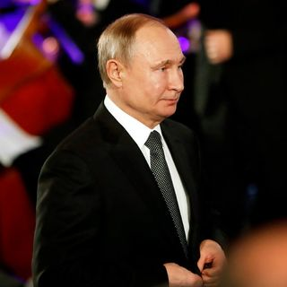 Lawmakers Are Warned That Russia Is Meddling to Re-elect Trump