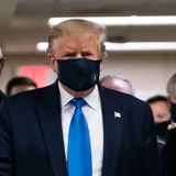 Trump dons face mask during Walter Reed visit